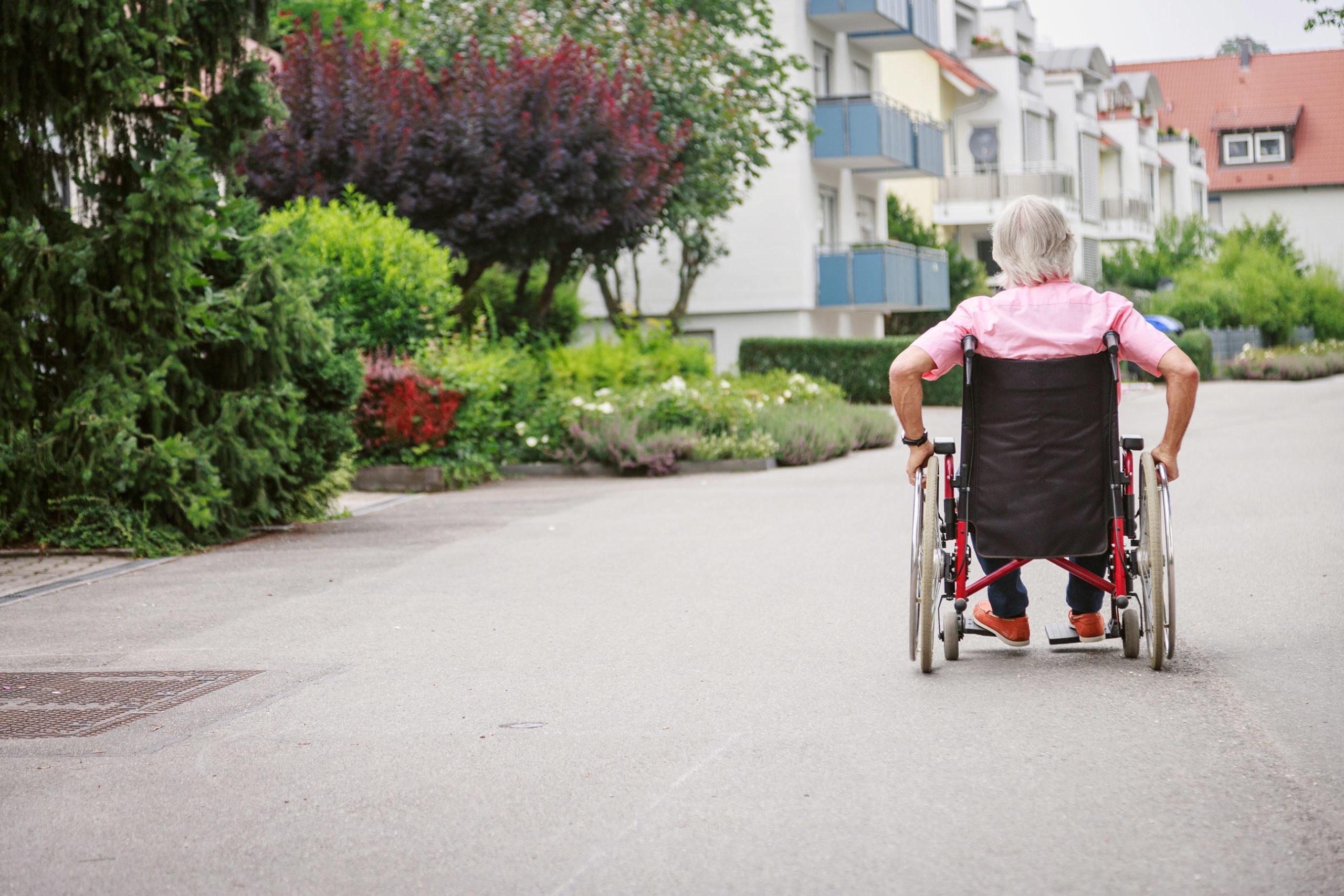 investir solidaire habitat inclusif personne en fauteuil roulant
